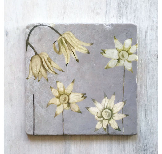 INDIA & PURRY FLANNEL FLOWERS MARBLE TRIVET