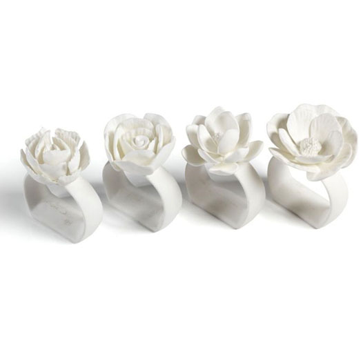 ZODAX CAMEO PORCELAIN NAPKIN RINGS / SET OF 4
