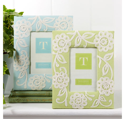 TWO'S COMPANY CELADON LACE FLOWER FRAME